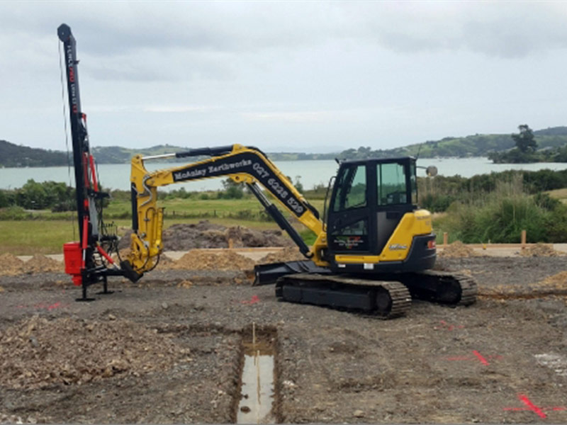 Digger mounted Ultra G3 post driver with 400kg monkey